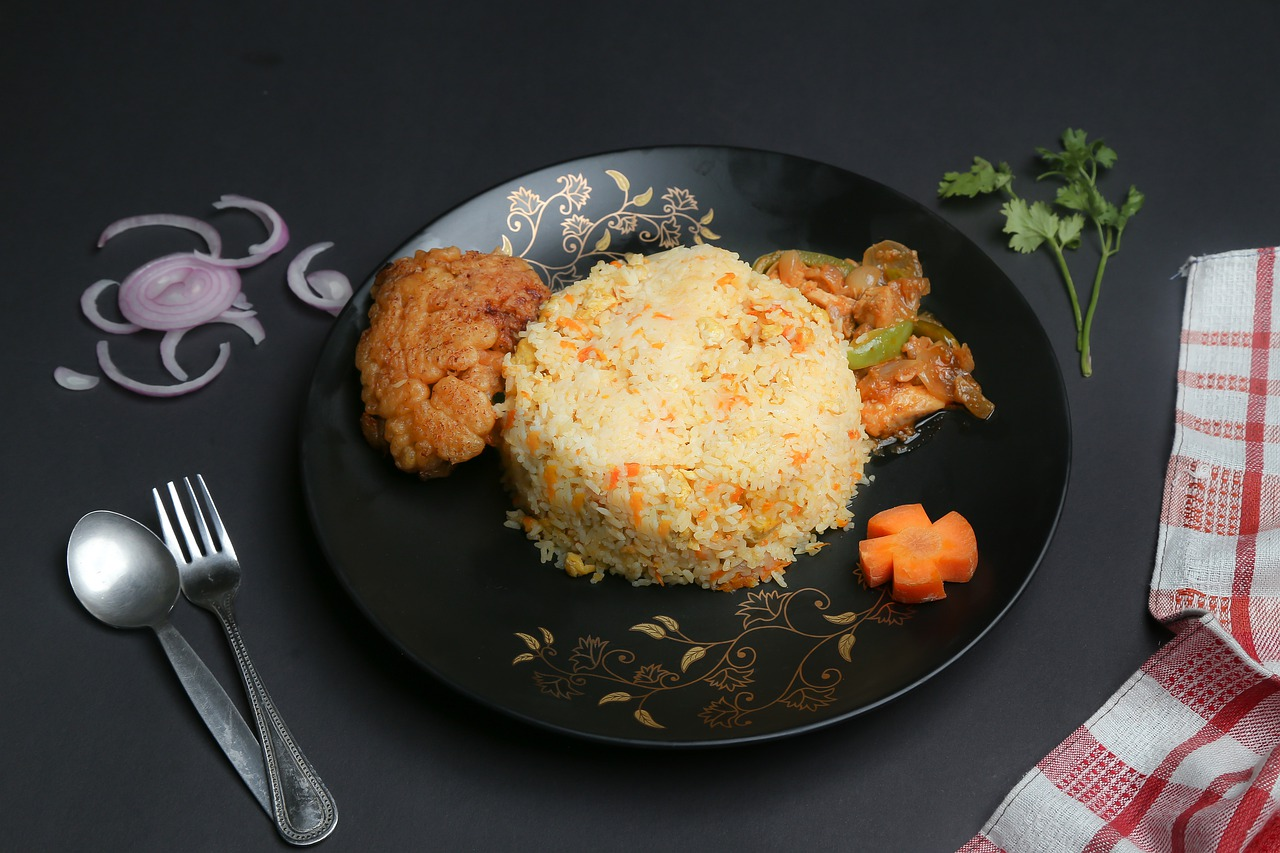 Filet z kurczaka na parze z ryżem i warzywami
